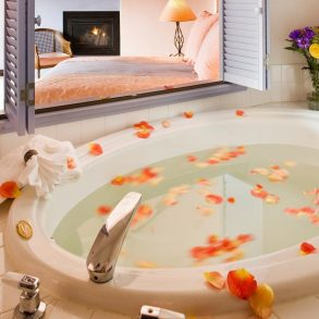 Bathtub in Gauguin Room at Arch Cape Inn